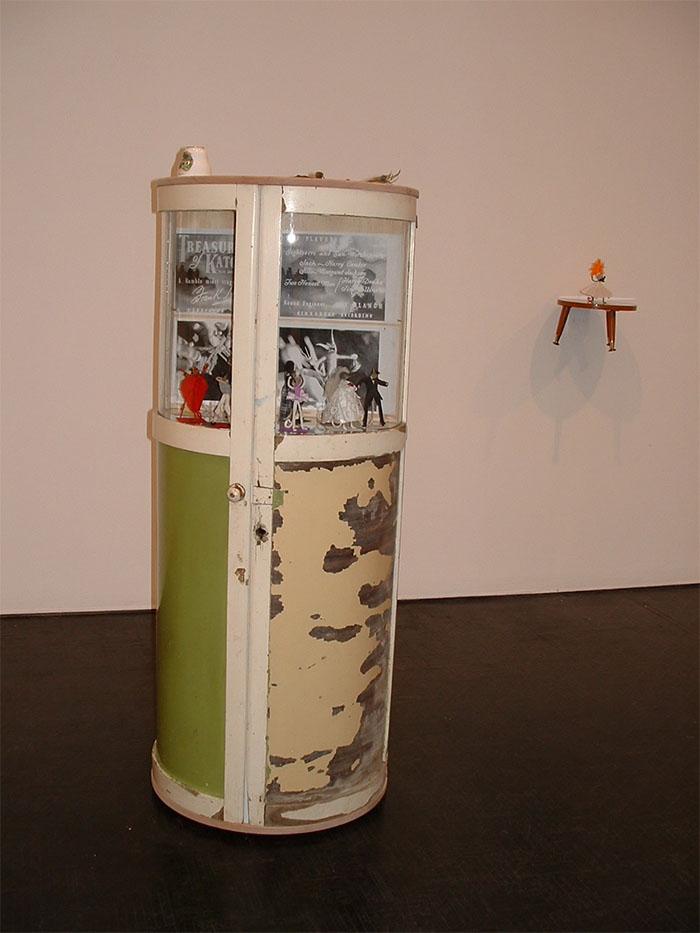 Toni Warburton, Artist. Art Exhibition, Kiosk