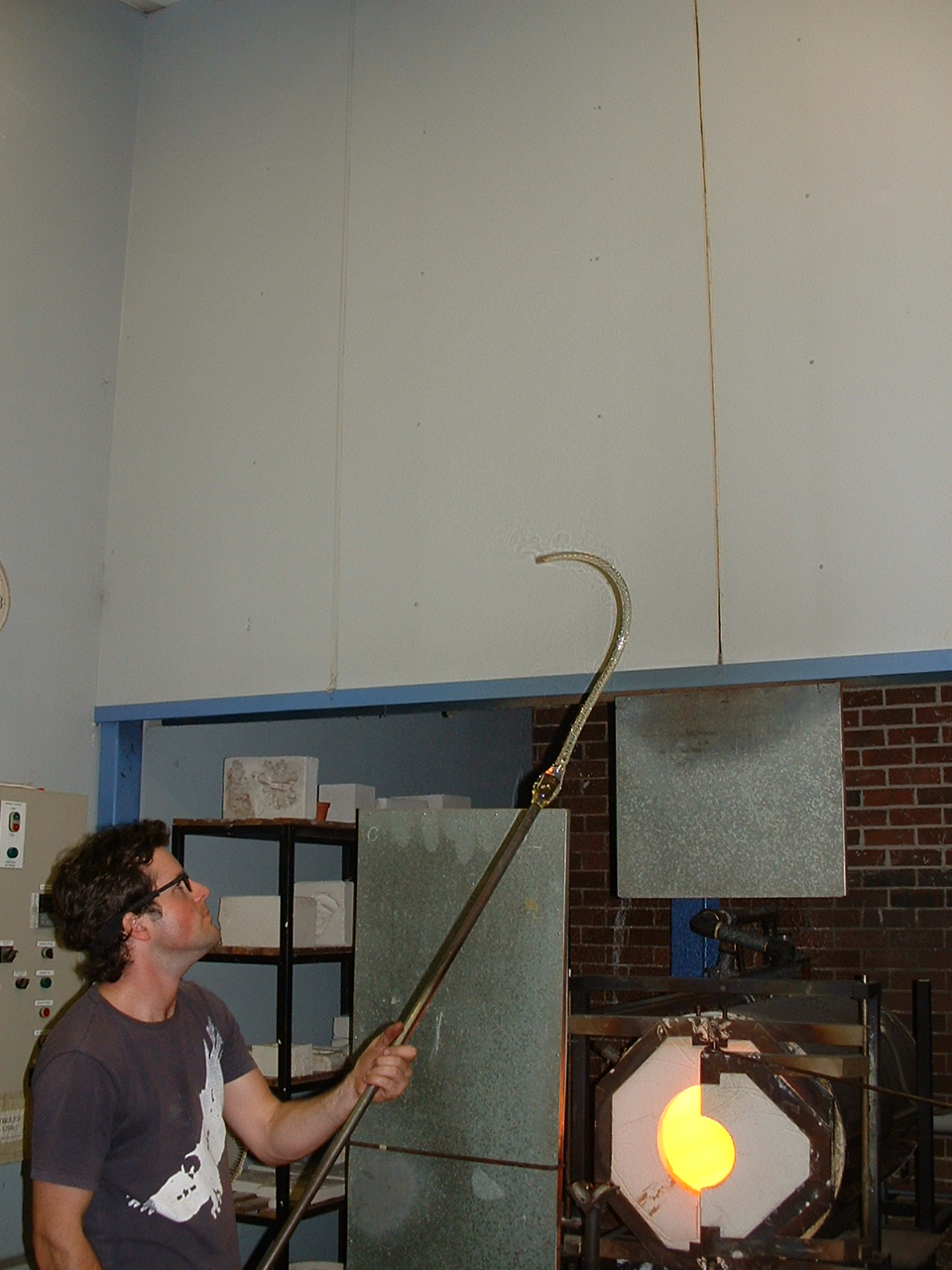 Process – Andrew Lavery making air twists for Seven Songs, Hot Shop, Sydney College of the Arts 2003