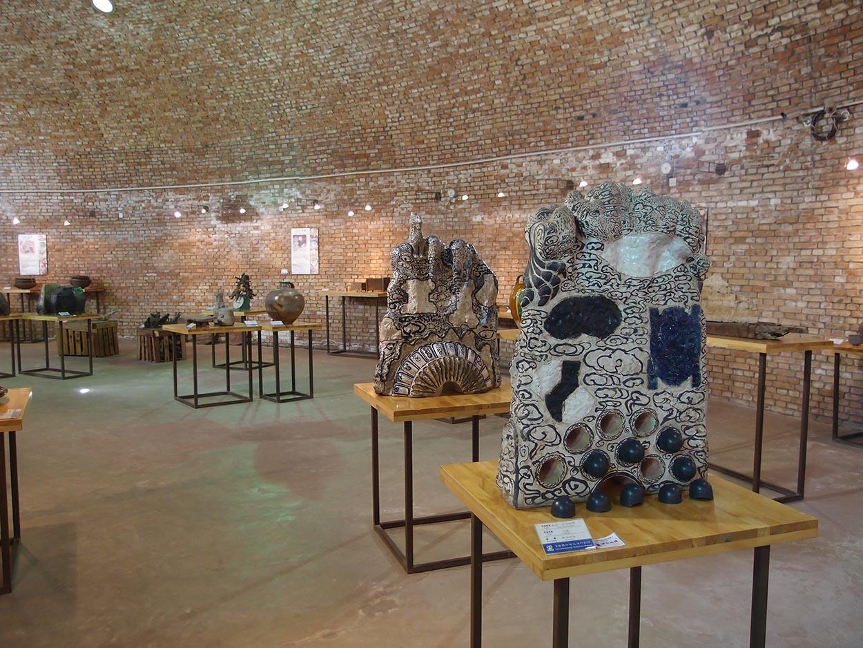 Toni Warburton, Artist. Art Exhibition, Australasian Ceramics Museum of FLICAM Collection Fuping China